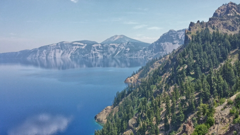 The 'walking' PCT splits off from the 'horse' PCT and runs along the time of Crater Lake for a time.
