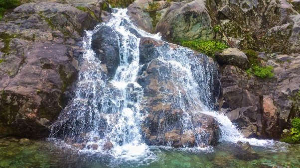 Cascades in the Cascades