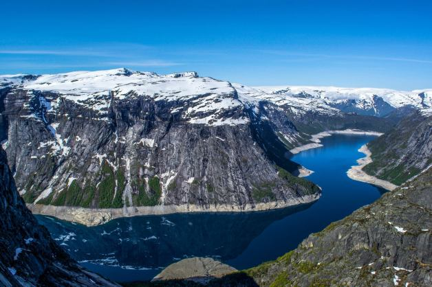 At the turn of the cliff, about 1 km from the Trolltunga.