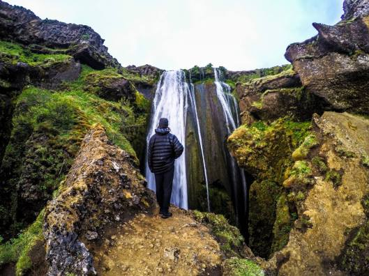 Legs peaks down into Gljufrabui Falls.